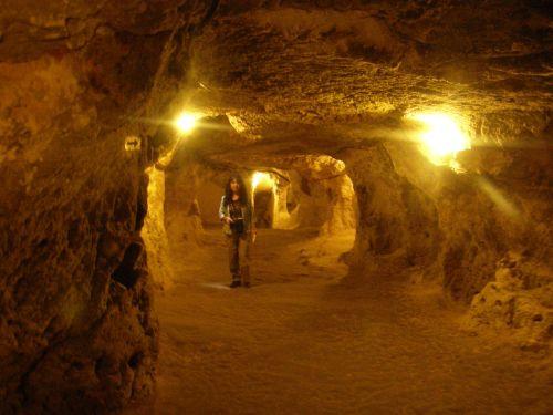 [74] Derinkuyu and Kaymakli underground cities: (Turkey ...
