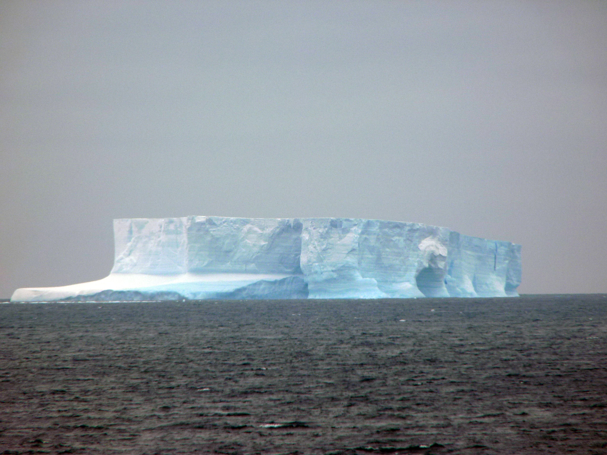 Icebergs antarctica 19 wonders of the world best for Antarctica places to stay